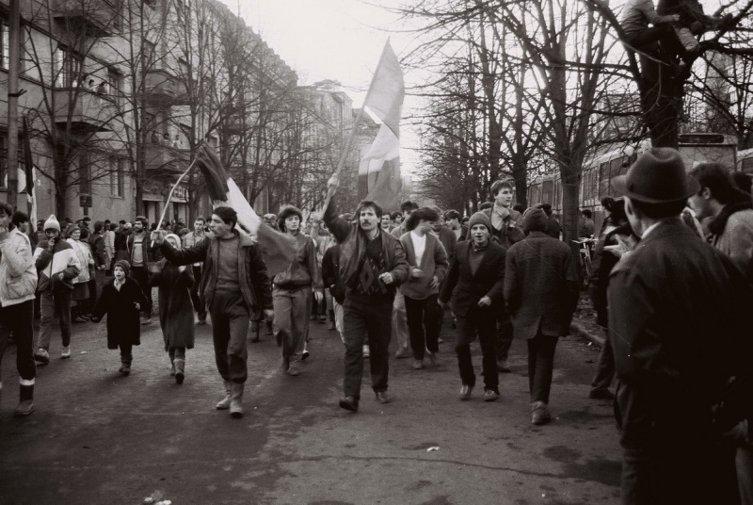 20 decembrie 1989. Muncitorii ies în stradă.Timişoara se declară primul oraş liber de comunism