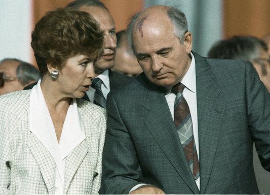 Revoluţia din 1989 şi teoriile conspiraţiei. Ce l-ar fi determinat pe Gorbaciov să iniţieze răsturnarea lui Ceauşescu (Partea a III-a) | VIDEO