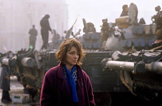 19 decembrie 1989, Timişoara. Într-un oraş sub asalt, oamenii cer demisia lui Ceauşescu şi alegeri libere | VIDEO