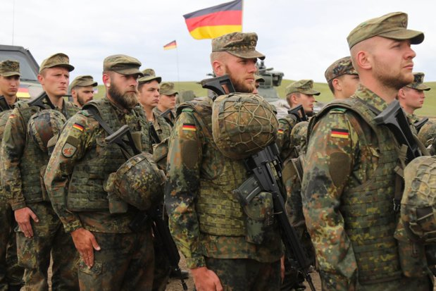 The German minister of defence proposes a new volunteer military service for Bundeswehr