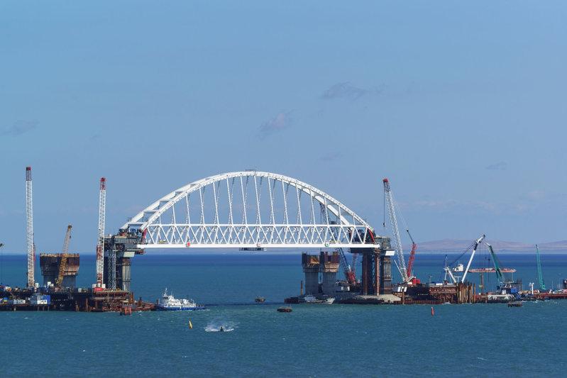 Podul Crimeea -  zona de traversare vapoare