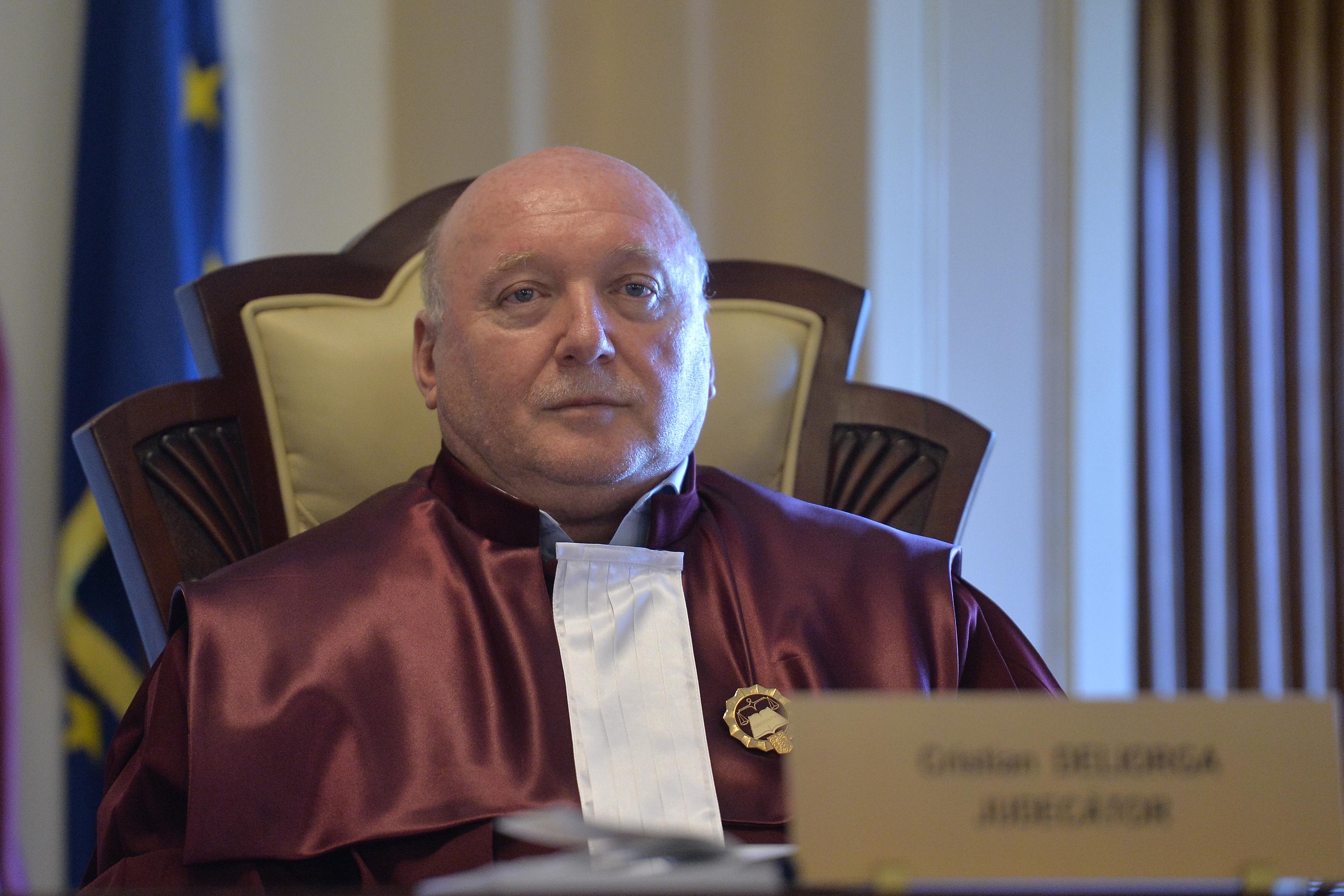 Cine sunt judecătorii CCR şi la propunerea căror partide au fost numiţi în funcţie. Noi acuzaţii de partizanat, după ce Iohannis a fost pus să desemneze alt premier