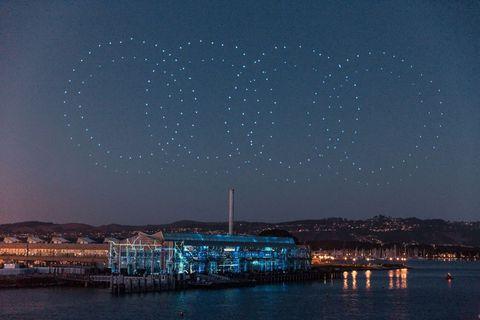 spectacol-aerian-cu-850-de-drone-la-lansarea-audi-etron-video
