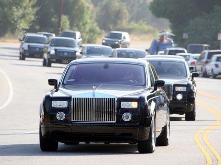 Michael Jackson Funeralii Sponsorizate De Un Dealer Auto