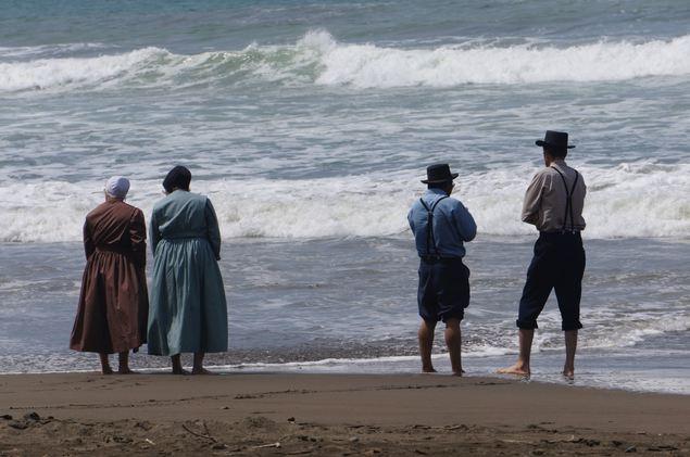 Un grup de credincioşi Amish pentru prima dată pe o plajă