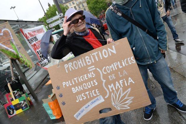Protest în favoarea legalizării marijuanei în Paris.