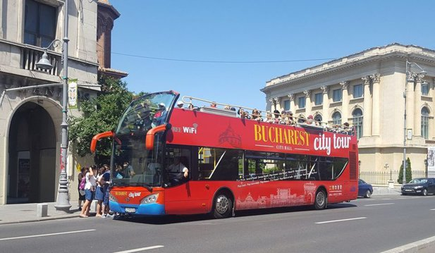 Se reia linia turistică Bucharest City Tour cu autobuze double-decker