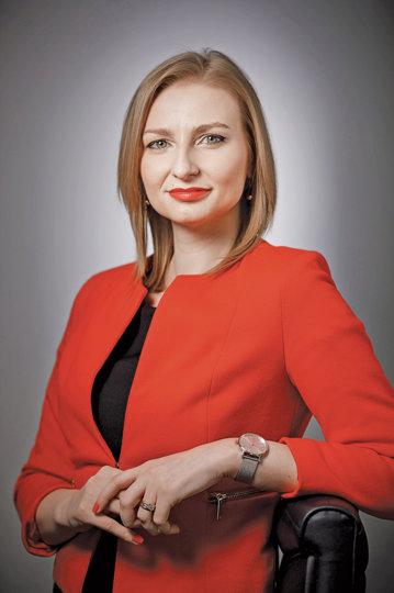 Tânăra din România care la doar 23 de ani, în urma unui interviu, a devenit CEO-ul uneia dintre cele mai mari companii internaţionale de brokeraj în asigurări