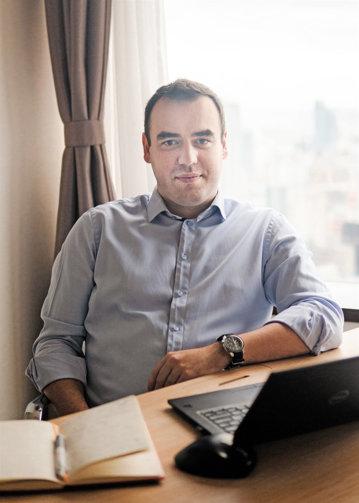 O carieră internaţională cu multe escale. Cum a ajuns un român director financiar la sediul din Tokyo al uneia dintre cele mai mari companii din lume