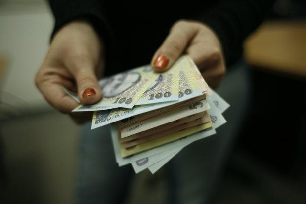 plăţile în numerar între firme sau persoane fizice sunt limitate