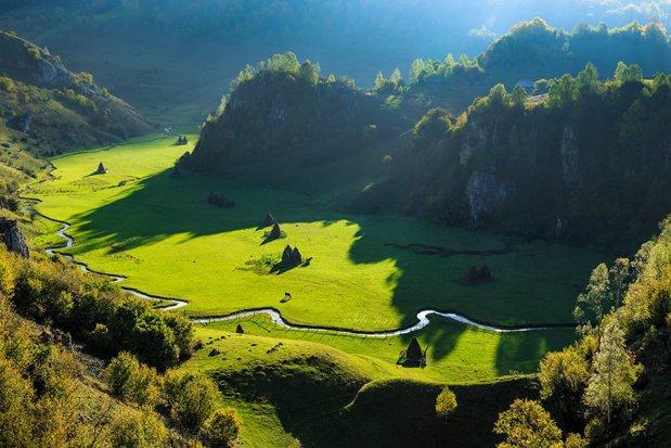 Fundătura Ponorului, locul superb care mai poartă şi numele de Palma lui Dumnezeu - GALERIE FOTO