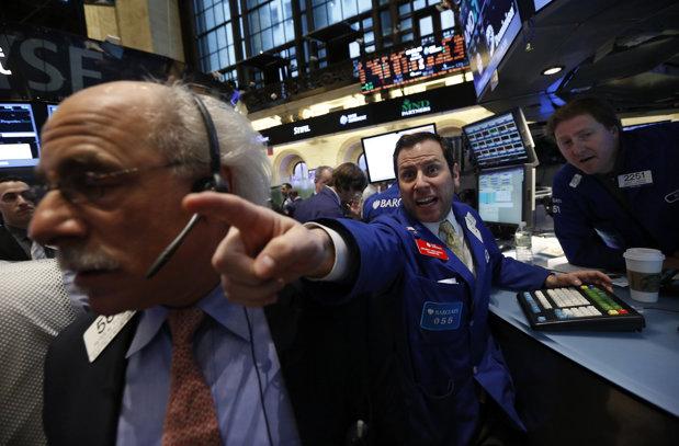 Dezastrul continuă: Unul dintre cei mai puternici strategi americani avertizează că haosul din pieţele bursiere va deveni mai rău