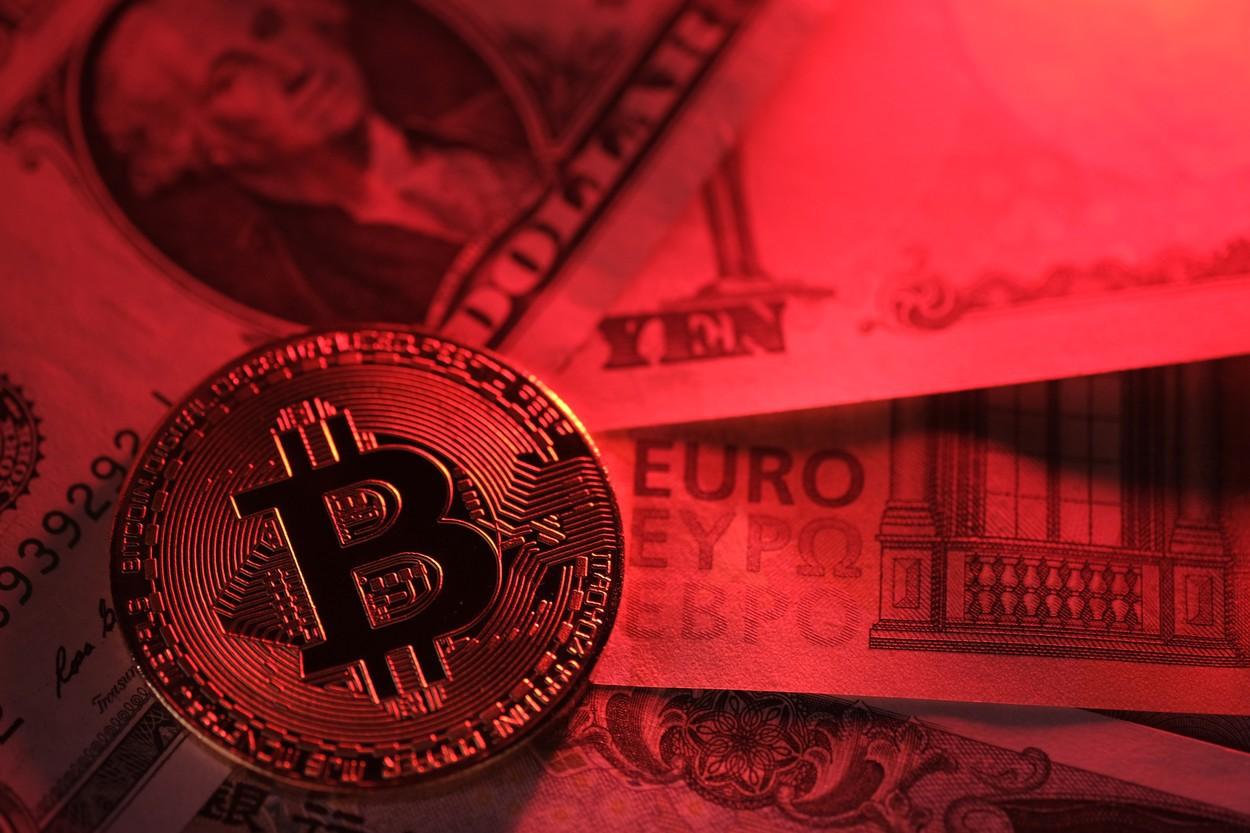 bitcoinul poate înlocui dolarul)