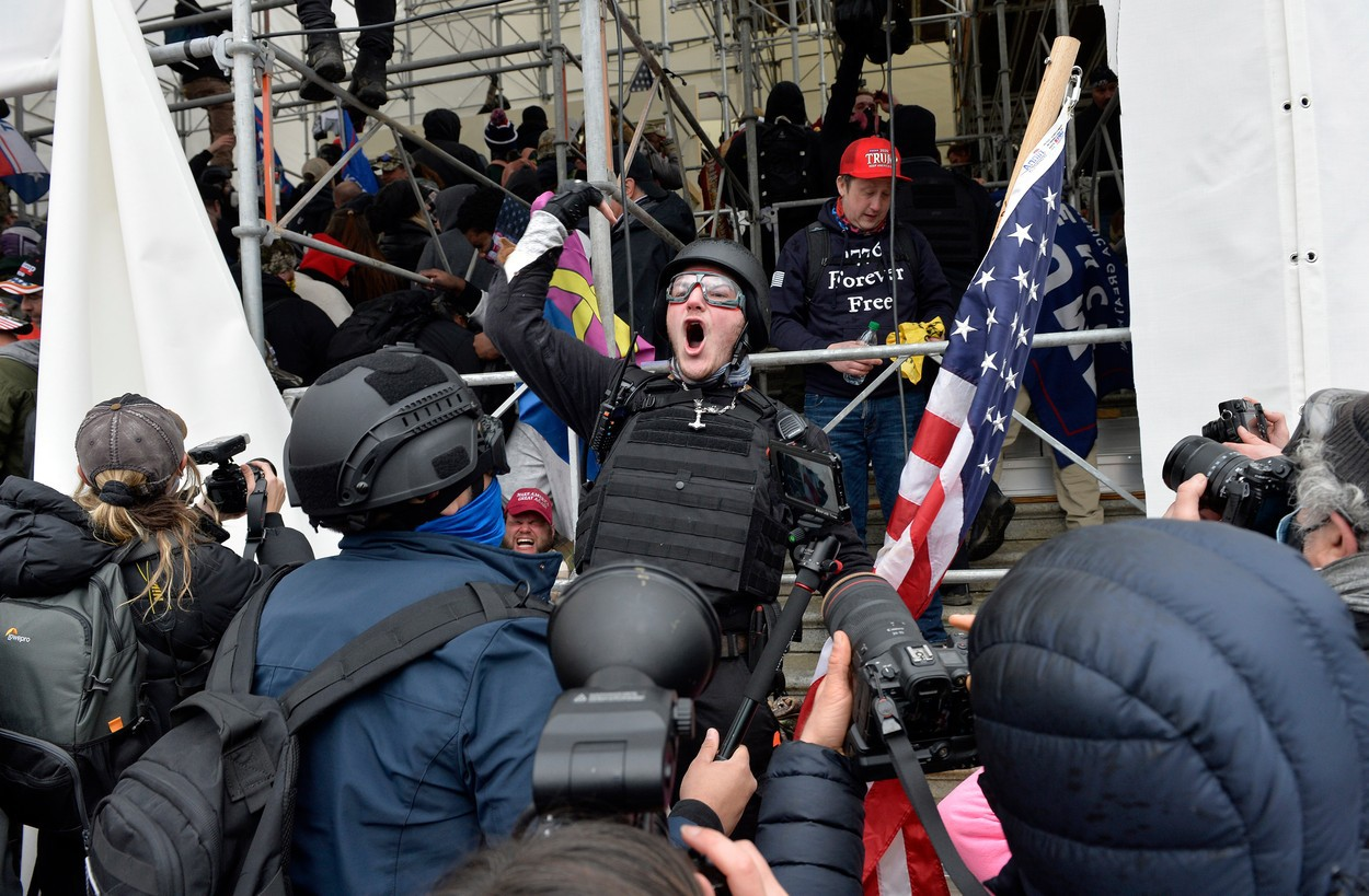 Wall Street nu ţine cont deocamdată de protestele din Washington şi închide şedinţa din 6 ianuarie 2021 la maxim istoric