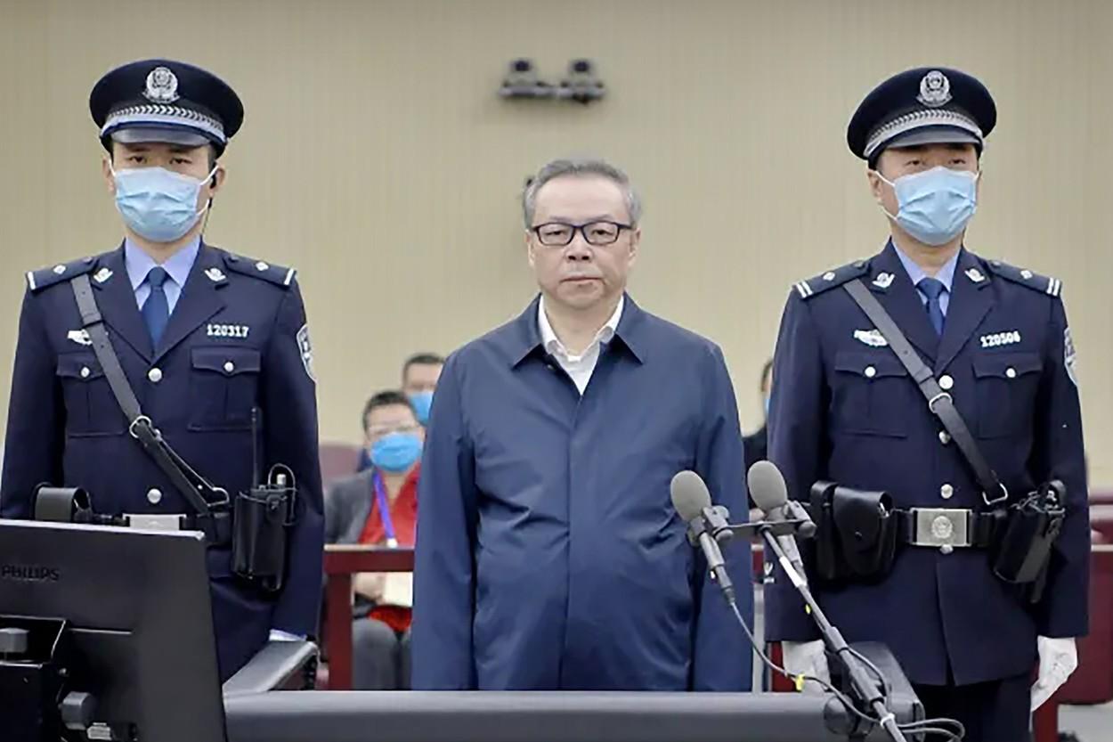 China condamnă la moarte un fost executiv al unuia dintre cei mai mari manageri de active din ţară, acuzat de corupţie şi mită