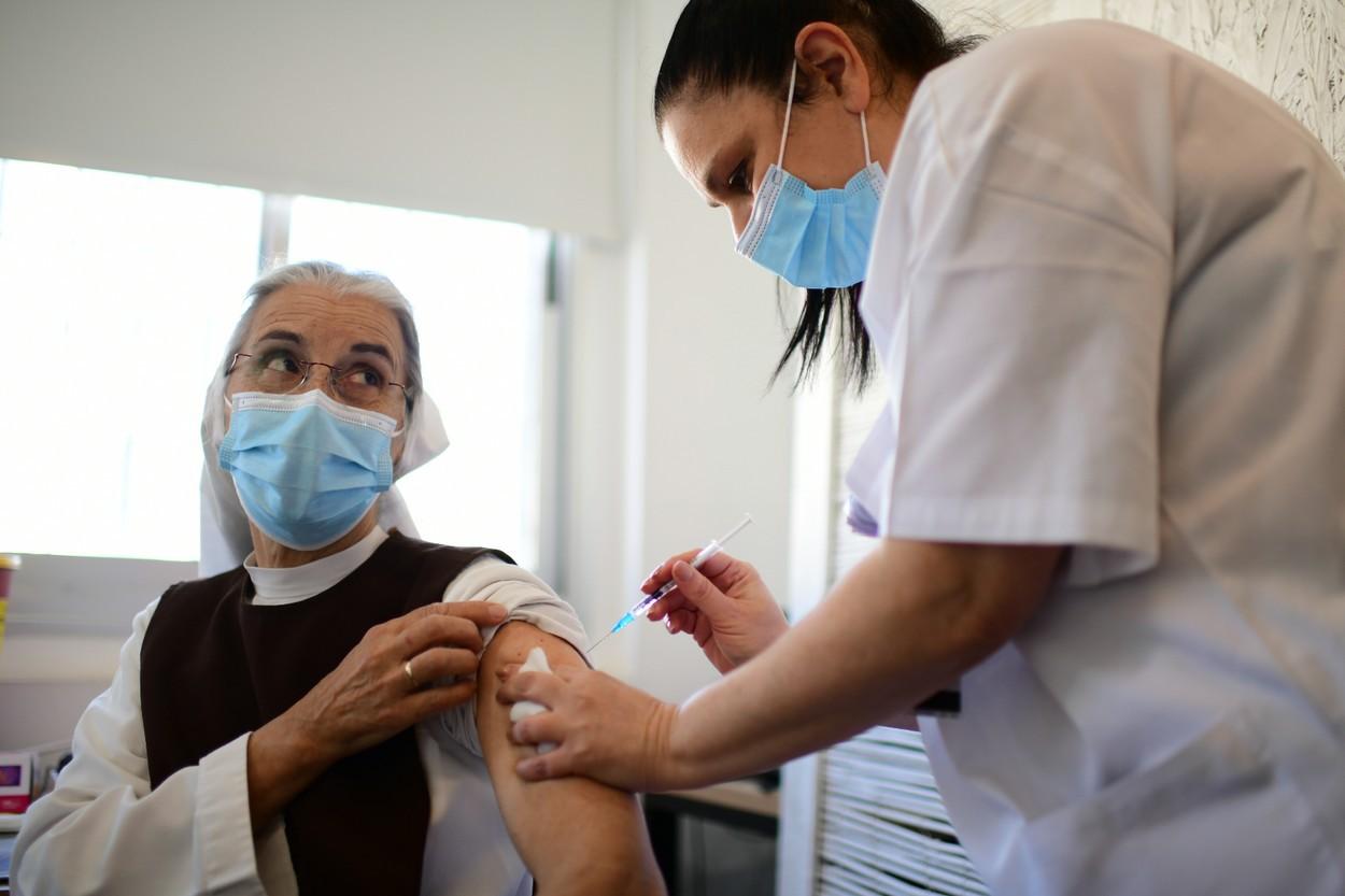 În cursa pentru dezvoltarea rapidă a unui vaccin anticoronavirus, a pus oare Pfizer profitul pe primul loc?