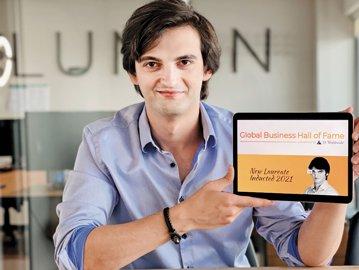 Cine este inventatorul de 27 de ani din România care schimbă lumea cu invenţia lui. El a creat obiectul care ar putea ajuta milioane de oameni care suferă de această problemă