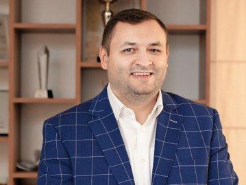 Povestea medicului de doar 37 de ani care a dezvoltă o afacere uriaşă, de milioane de euro, în România