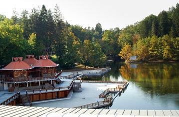 Lacul din România care deţine 3 recorduri mondiale se redeschide vineri pentru scăldat. Apa lacului deţine proprietăţi unice în intreaga Europă - GALERIE FOTO