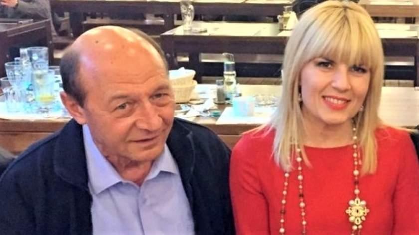 """Dezvăluiri explozive despre adevărata relaţie Băsescu - Udrea! Fostul consilier prezidenţial a spus totul cu lux de amănunte: """"Era şase seara. Avea o fustă mini provocatoare, atârna..."""""""