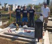 Căpitanul Dan Nistor, dus de fanii dinamovişti la mormântul lui Cătălin Hîldan | FOTO
