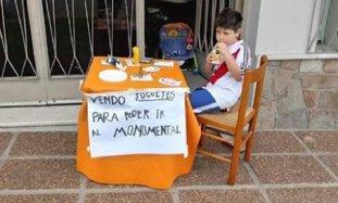 VIRALUL SĂPTĂMÂNII: acest copil de doar şase ani şi-a scos toate jucăriile la vânzare! Motivul e aproape imposibil de bănuit