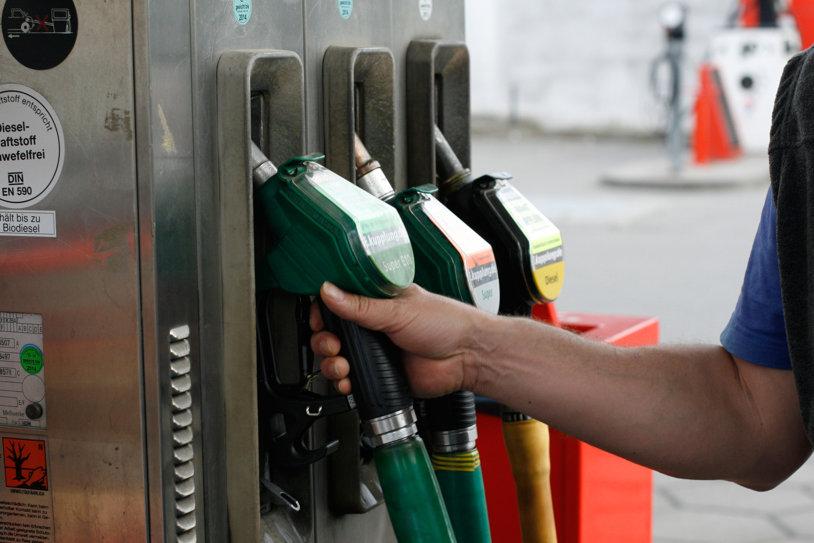 Un nou minim! Cât au ajuns să coste benzina și motorina la stațiile din România
