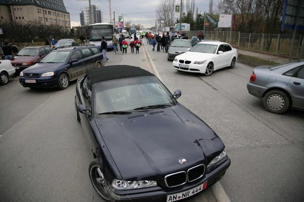 Doar 1 din 20 de români vrea să-şi cumpere o maşină în următoarele şase luni