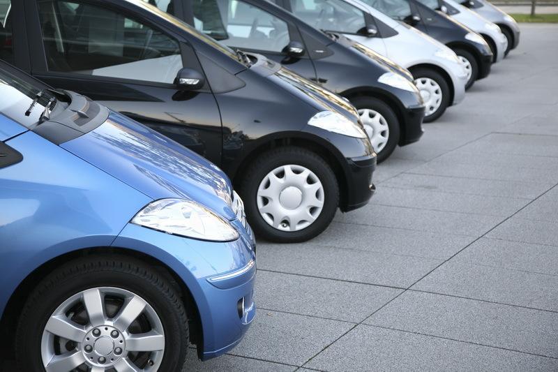 România a ajuns să concureze cu o ţară de dimensiunile Bucureştiului la înmatriculările de maşini