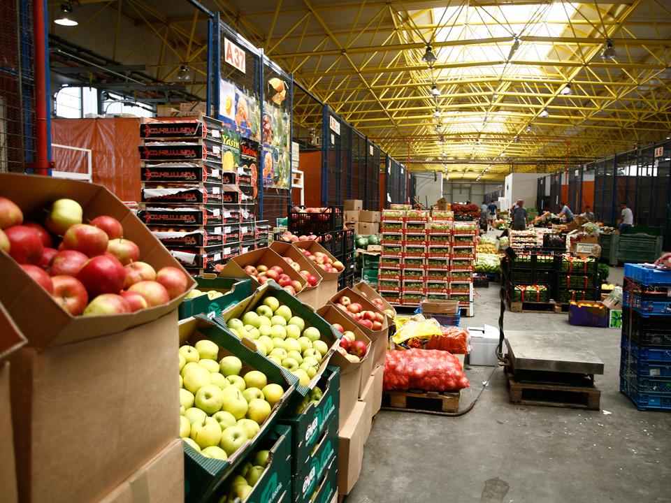 Scumpirea fructelor şi cartofilor a dus inflaţia anuală la un vârf de 8,41% în luna mai