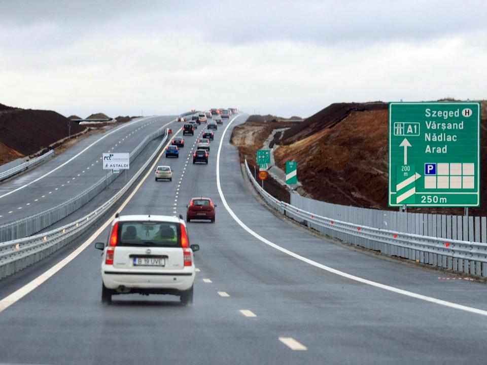 Prima autostradă din vestul ţării cu o lungime de 32 de kilometri, Arad-Timişoara, deschisă traficului