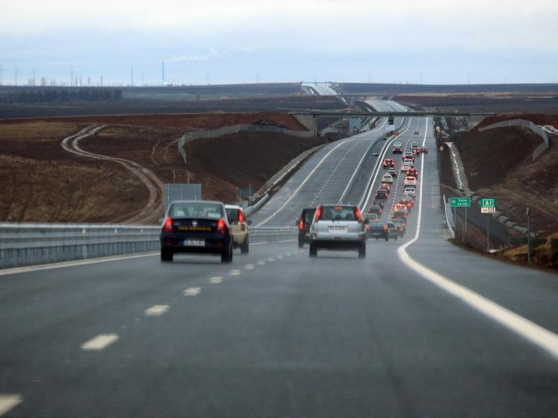 Autostrada Arad-Timişoara are restricţii de viteză, până la închiderea şantierului. Primul accident rutier a fost înregistrat în mai puţin de 48 de ore de la inaugurare