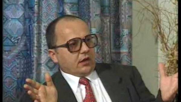 Istorici şi diplomaţi (L) Spion şi autor: Vladimir Rezun/de dr. Alexandru Popescu