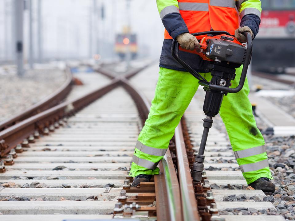 Top 10 investiţii de infrastructură în următorii 3 ani. În ultimii 10 ani Transporturile au cheltuit 25 mld. euro şi au făcut 200 km de autostradă. GALERIE FOTO